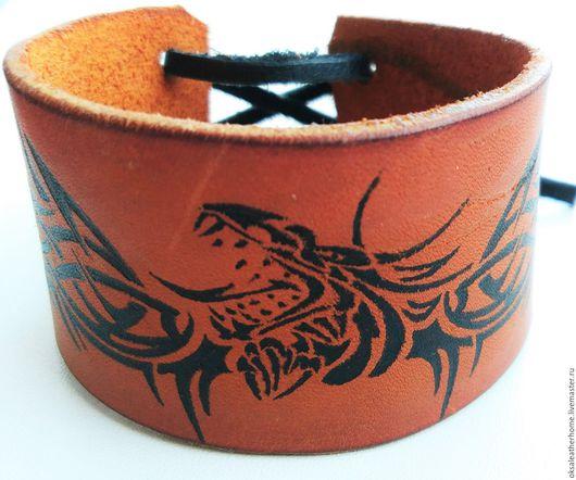 """Браслеты ручной работы. Ярмарка Мастеров - ручная работа. Купить Кожаный браслет """"Дракон"""". Handmade. Коричневый, подарок"""