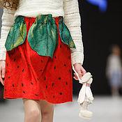 """Работы для детей, ручной работы. Ярмарка Мастеров - ручная работа Комплект для девочки (вязаный свитер и валяная юбочка) """"Клубничка"""". Handmade."""