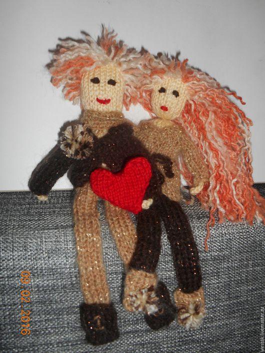 Пара вязанных влюблённых на любовь и семейное счастье, могу довязать деток ))