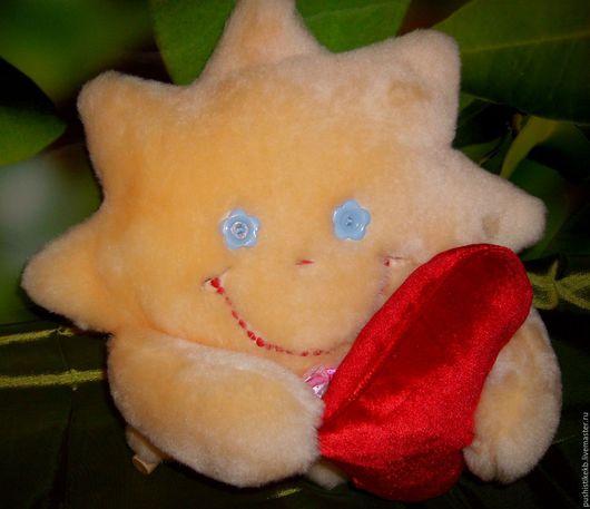 """Народные куклы ручной работы. Ярмарка Мастеров - ручная работа. Купить мягкая игрушка """"Солнышко с сердечком"""". Handmade. Бежевый"""