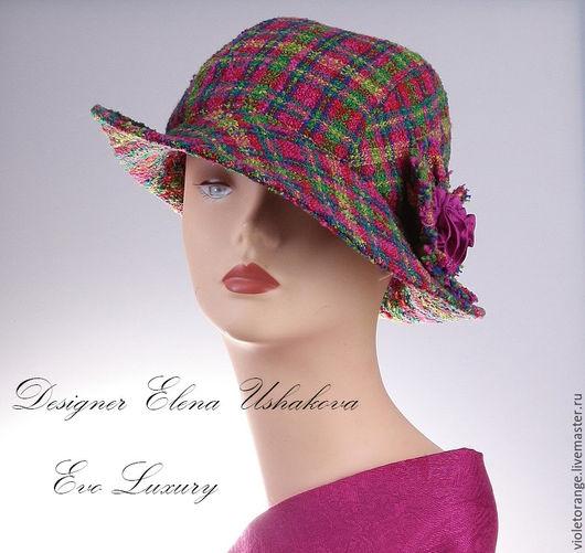Шляпка из костюмной ткани типа `Шанель`. Мягкая форма, теплая, легкая и очень приятная в носке. Полностью ручная работа дизайнера Ушаковой Елены.