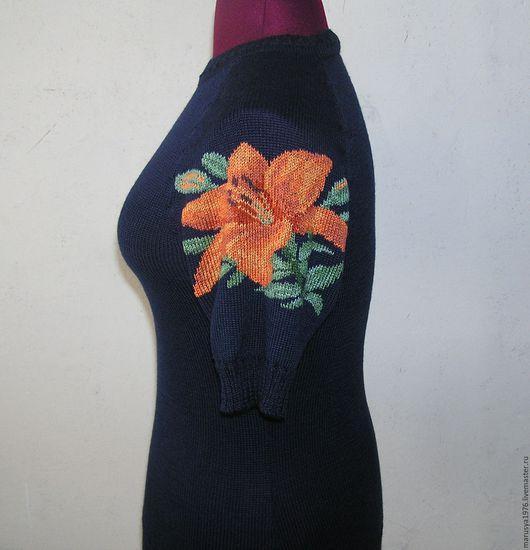 Кофты и свитера ручной работы. Ярмарка Мастеров - ручная работа. Купить Джемпер с вышивкой. Лилия. Handmade. Рисунок, тёмно-синий