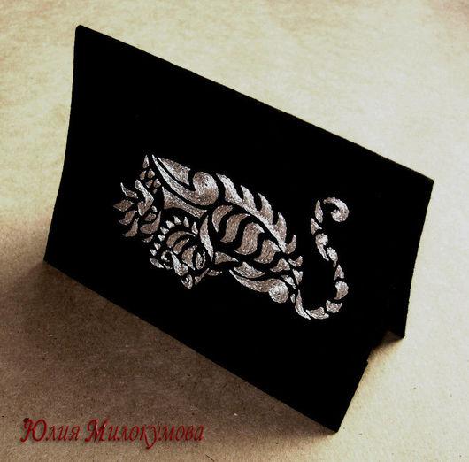 """Обложки ручной работы. Ярмарка Мастеров - ручная работа. Купить Обложка для паспорта """"Крадущийся тигр"""". Handmade. Ручная вышивка, эксклюзив"""