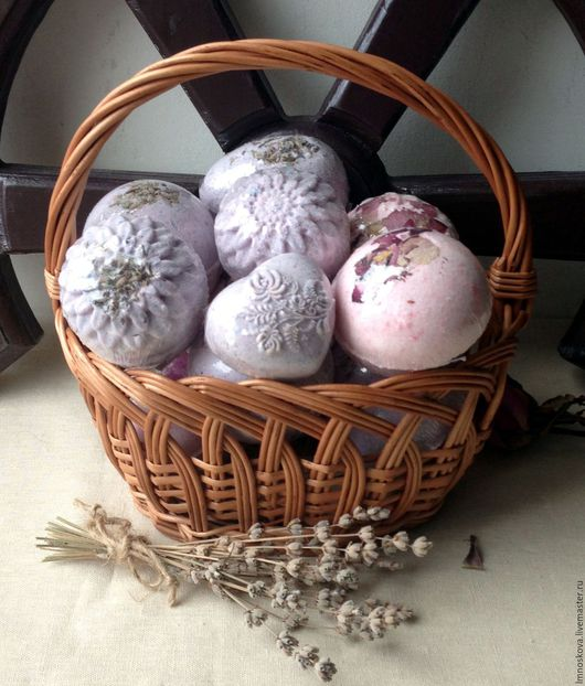 """Бомбы для ванны ручной работы. Ярмарка Мастеров - ручная работа. Купить """"Lavanda& Rose"""" Бомбочки для ванной. Handmade. Бомба для ванны"""