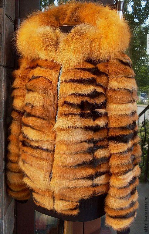 Куртка меховая из лапок рыжей лисы. На трикотажных резинках и на молнии. Прорезные карманы. Капюшон из меха лисы.