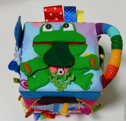 Развивающий кубик для детей `Радужный куб`.Ручная работа .Ярмарка Мастеров.Купить развивающий кубик.  Развитие тактильных ощущений,мелкой моторики ,цветовосприятия ,звуков.