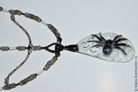 Колье, бусы ручной работы. Ярмарка Мастеров - ручная работа. Купить Монолог паука. Handmade. Серый, лабрадор, резной кулон