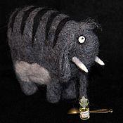 Куклы и игрушки ручной работы. Ярмарка Мастеров - ручная работа Слон редкий полосатый, шерстяной. Handmade.