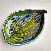 Тарелки ручной работы. Ярмарка Мастеров - ручная работа Керамическая тарелка с оттиском хосты цвета моря. Handmade.