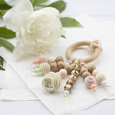 """Товары для малышей ручной работы. Ярмарка Мастеров - ручная работа Именной прорезыватель-кольцо """"Rose"""" с подвесками. Handmade."""