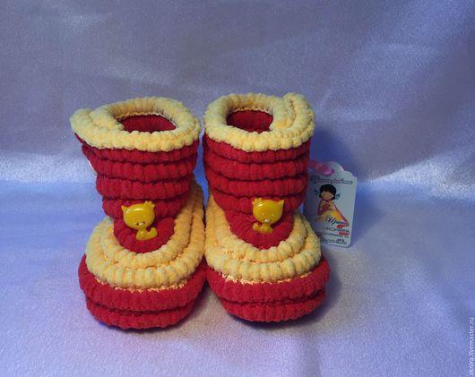 Детская обувь ручной работы. Ярмарка Мастеров - ручная работа. Купить пинетки сапожки детские плюшевые крючком на подошве. Handmade.