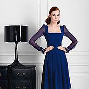 Платье из синего крепа