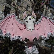 """Куклы и игрушки ручной работы. Ярмарка Мастеров - ручная работа Интерьерная игрушка """"Летучая мышь. Розовая"""". Handmade."""