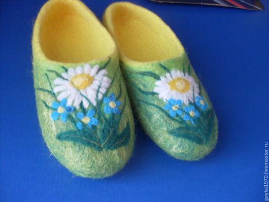 """Обувь ручной работы. Ярмарка Мастеров - ручная работа. Купить Тапочки """"Полевые цветы"""". Handmade. Желтый, ромашки, трава"""