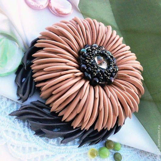 """Броши ручной работы. Ярмарка Мастеров - ручная работа. Купить """"Шоколадно-персиковый десерт"""" Брошь кожа натуральная жемчуг. Handmade."""