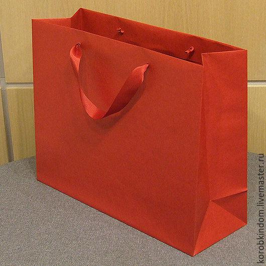 Упаковка ручной работы. Ярмарка Мастеров - ручная работа. Купить Пакет 43х34х15 см красный с ручками из атласной ленты. Handmade.