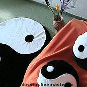 Для дома и интерьера ручной работы. Ярмарка Мастеров - ручная работа Текстильный коврик и подушка из меха Инь Ян ручная работа. Handmade.