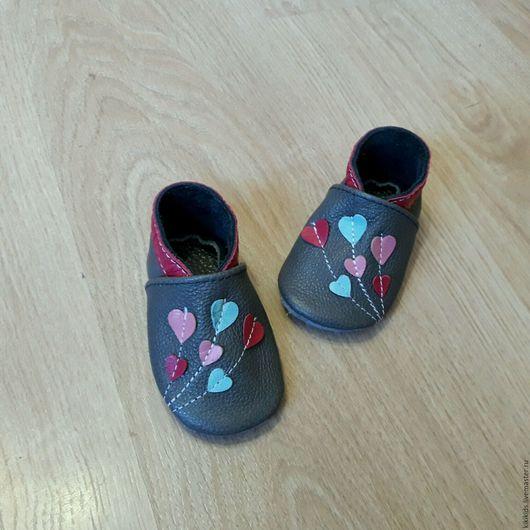 Обувь ручной работы. Ярмарка Мастеров - ручная работа. Купить Пинетки, чешки, мокасины Сердечки. Handmade. Обувь ручной работы