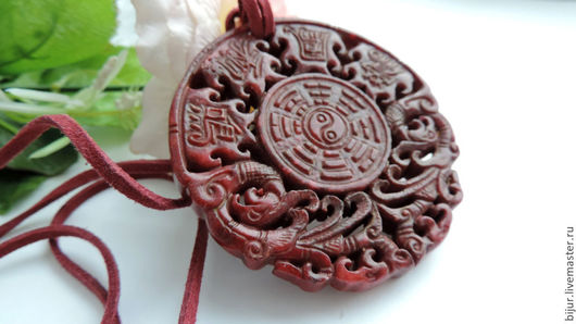 Кулоны, подвески ручной работы. Ярмарка Мастеров - ручная работа. Купить Крупный Кулон - подвеска из жадеита Ян-Инь. Handmade.