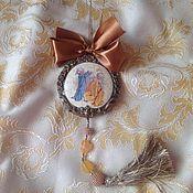 """Подарки к праздникам ручной работы. Ярмарка Мастеров - ручная работа Керамический медальон"""" Средь шумного бала"""". Handmade."""