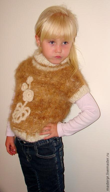 Жилет  «Аленький Цветочек»  для девочки вязанный вручную из собачьей шерсти . Ручное прядение .Ручное вязание. Рассчитано на несколько поколений детей . Нитка «живая» .Пряжа пуховая.