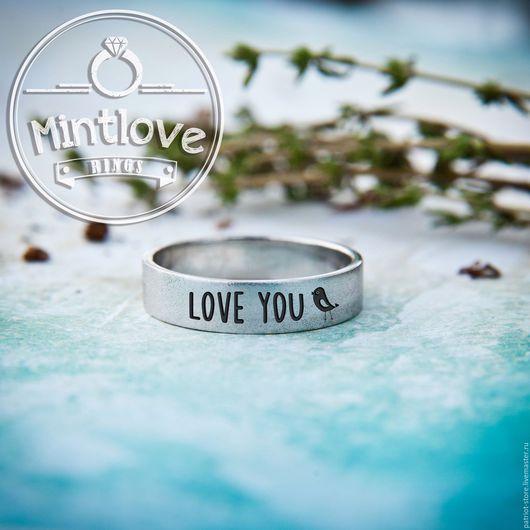 Любая ваша гравировка как на внешней так и на внутренней стороне кольца.