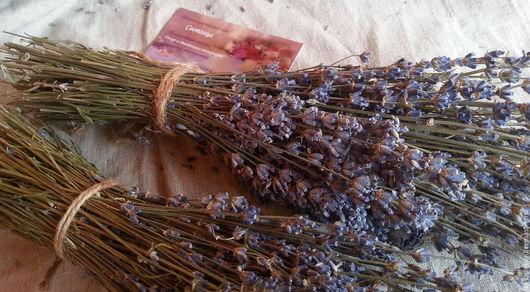 Пучок лаванды для создания флористических композиций. Аромат букетика лаванды будет радовать на протяжении нескольких лет.