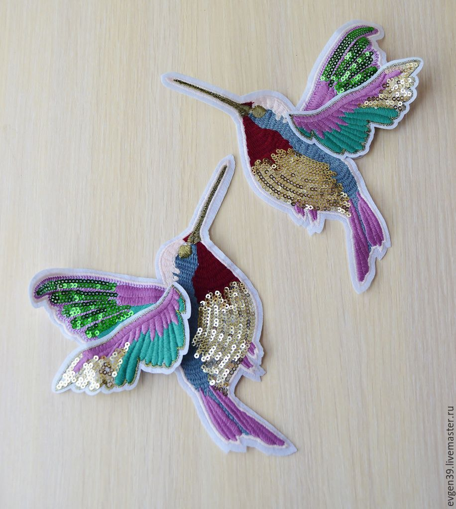 Вышивка колибри на одежде
