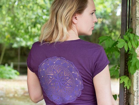 Футболки, майки ручной работы. Ярмарка Мастеров - ручная работа. Купить Фиолетовая футболка с ажурной аппликацией на спине Размер М. Handmade.