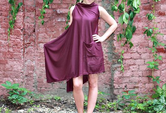 Эту тунику-накидку можно носить с лосинами или как платье на голое тело, а возможно носить, как верхнюю одежду.