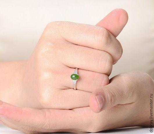 Кольца ручной работы. Ярмарка Мастеров - ручная работа. Купить Кольцо с кристаллом нефрита.. Handmade. Серебро, кольцо, кристалл нефрита