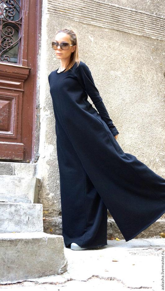 Черный комбинезон из плотного трикотажа. Комбинезон свободного кроя с карманами и длинными рукавами. Дизайнерская одежда