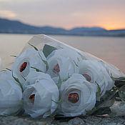 Цветы и флористика ручной работы. Ярмарка Мастеров - ручная работа Букет белых роз с конфетами. Handmade.