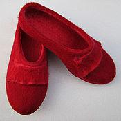 Тапочки ручной работы. Ярмарка Мастеров - ручная работа Валяные тапочки Красные с оборочкой. Handmade.