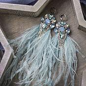 Серьги классические ручной работы. Ярмарка Мастеров - ручная работа Голубые серьги перья. Светло-голубые серьги с перьями страуса. Handmade.