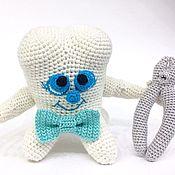 """Куклы и игрушки ручной работы. Ярмарка Мастеров - ручная работа Вязаная игрушка """"Зубик для хирурга"""". Handmade."""