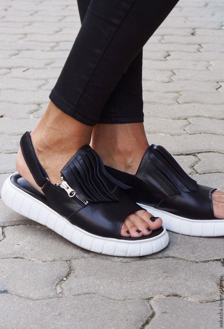 Летние сандали из натуральной черной кожи,на платформе. Обувь с открытой пяткой и носком,для лета