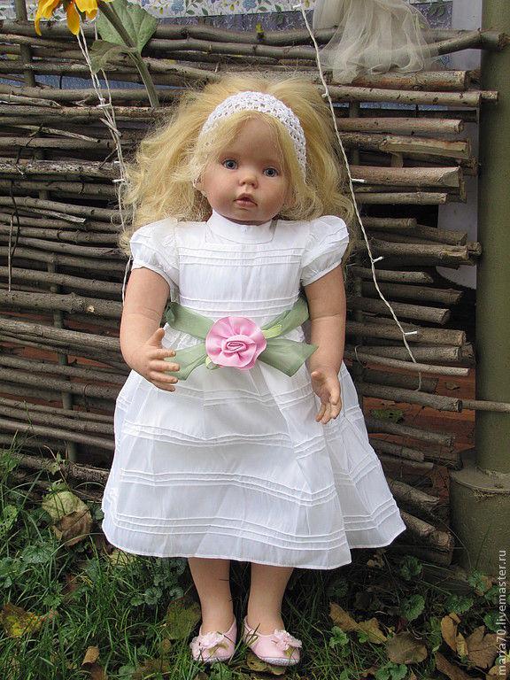 А вот еще несколько фотографий (кто-то здесь спрашивал, насколько отличаются куклы-реборн от кукок адора)