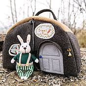 Кукольные домики ручной работы. Ярмарка Мастеров - ручная работа Сумка-домик с зайкой. Handmade.