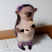 Куклы и игрушки ручной работы. Ярмарка Мастеров - ручная работа Ежик девочка в гетрах. Handmade.
