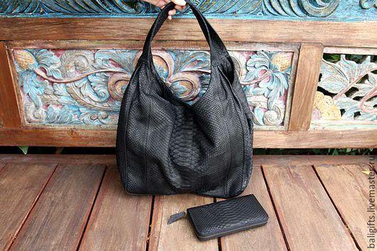Большая сумка мешок из натуральной кожи питона черного цвета