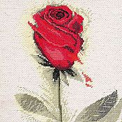 """Картины и панно ручной работы. Ярмарка Мастеров - ручная работа Вышитая картина """"Красная роза"""". Handmade."""