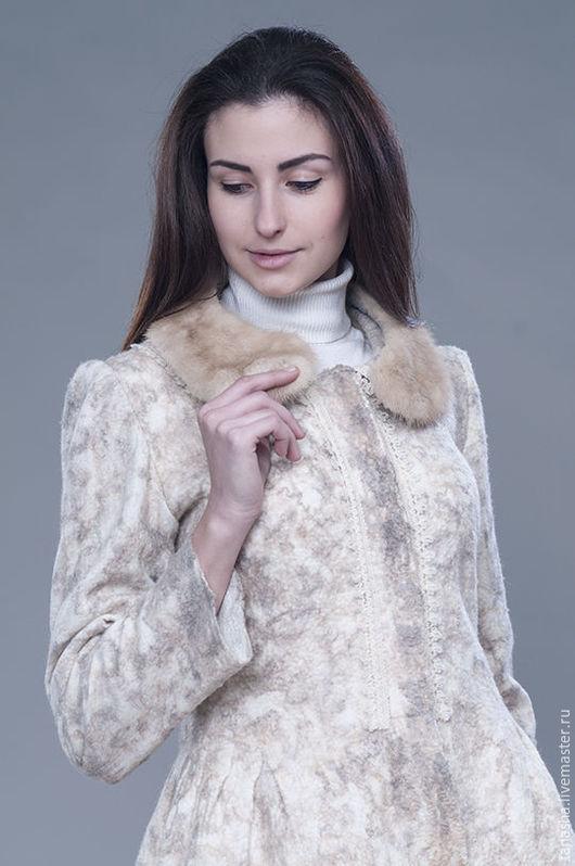 Валяная куртка может дополняться норковым воротником