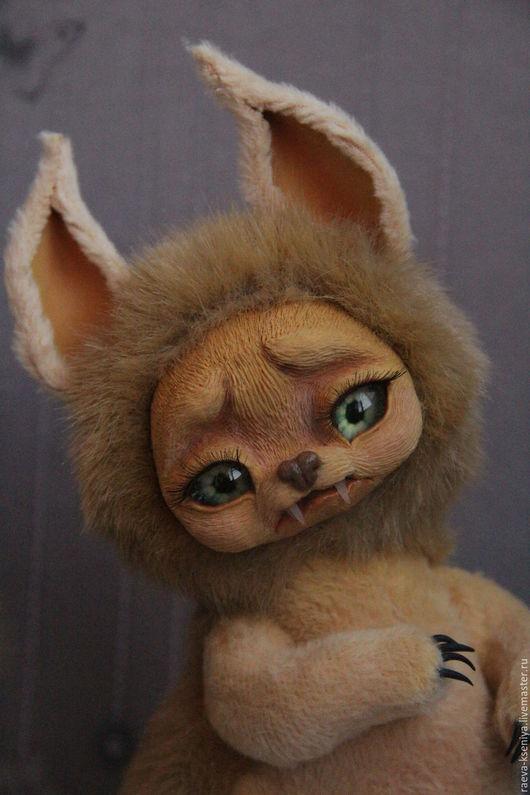 авторская игрушка ручной работы Саблезубая мышь. Очень дикая, но очень пугливая. Дальний родственник льва. Рост 22 см.