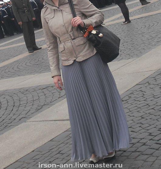 Шифоновая юбка на талии из одного-двух полусолнц прекрасно подходит к любой блузе или топу.