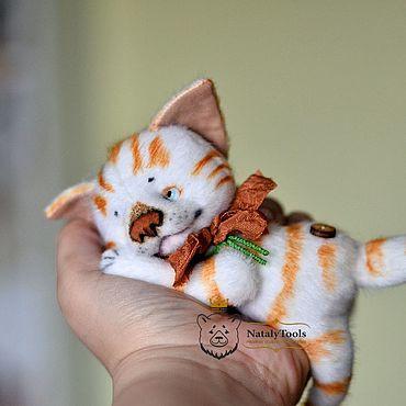Куклы и игрушки ручной работы. Ярмарка Мастеров - ручная работа Котенок Кузя маленький белый с рыжими полосками, коллекционная игрушка. Handmade.