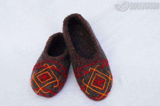 """Обувь ручной работы. Ярмарка Мастеров - ручная работа. Купить Валяные тапочки """"Этнический стиль"""". Handmade. Темно-серый, подарок"""