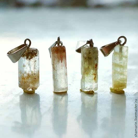 Кулон из кристалла берилла Дневное освещение