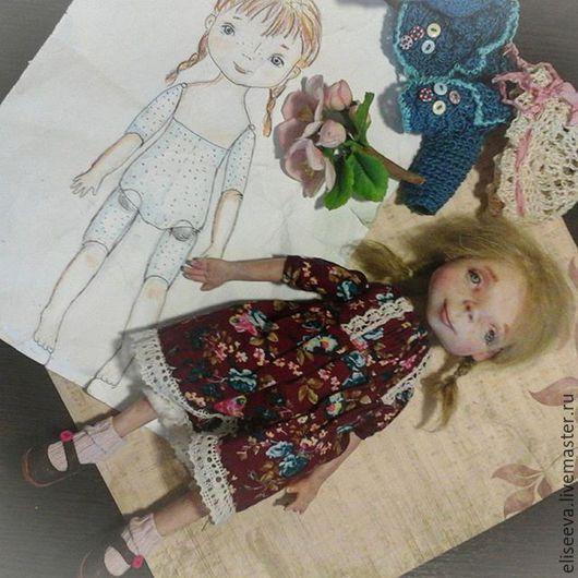Кукла интерьерная Марта. У  куклы Mарты две косички из шерсти козы. Панама и вязаная кофточка, а так же кожаные туфельки съемны.
