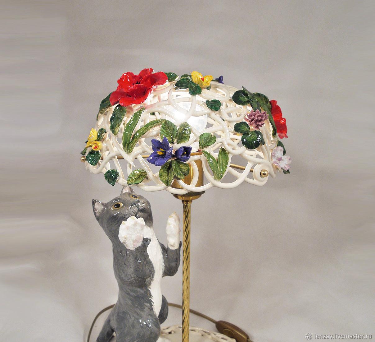 Настольная лампа `Котенок на лугу`. Плетеная керамика и керамическая флористика Елены Зайченко